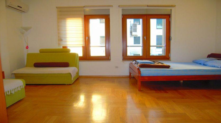 dnevna soba od renta apartmana na dan u Podgorici 06