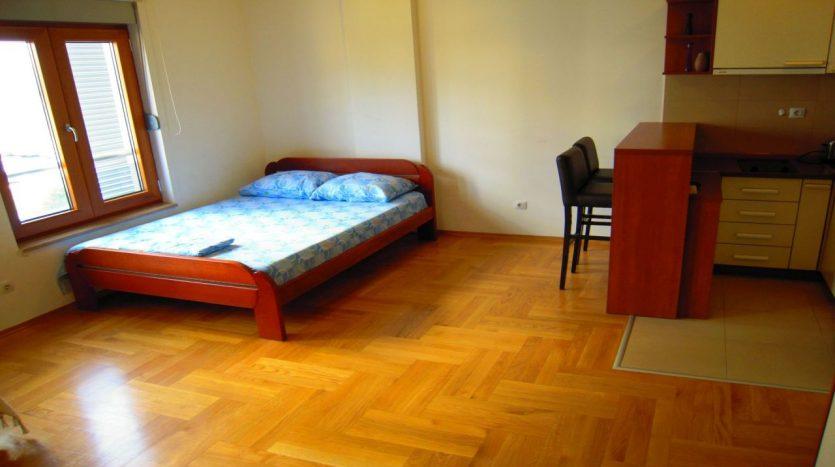 dnevna soba od renta apartmana na dan u Podgorici 05