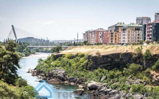 Pogled na moracu sa Vezirovog mosta u Podgorici